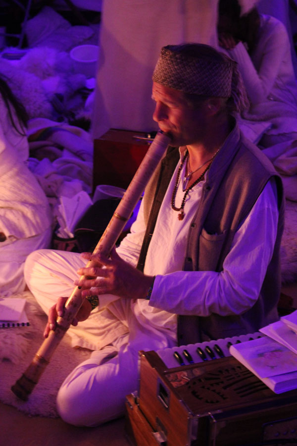 Adrian Freedman playing healing shakuhachi with harmonium