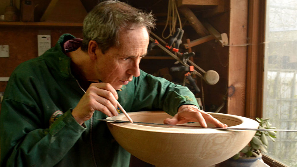 Tobias Kaye measuring a Soundgin Bowl. Image from souundingbowls.com