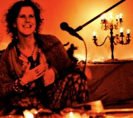 Singing lady in ambient healing event