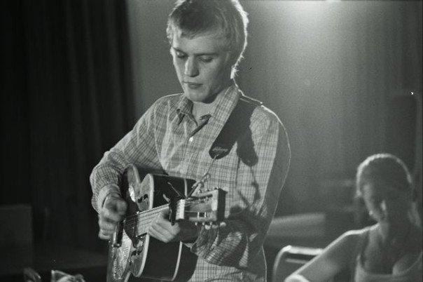 Johnny Flynn plays guitar