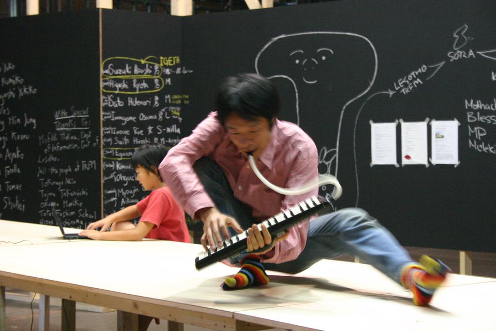 Musician on top of table Makoto Nomura